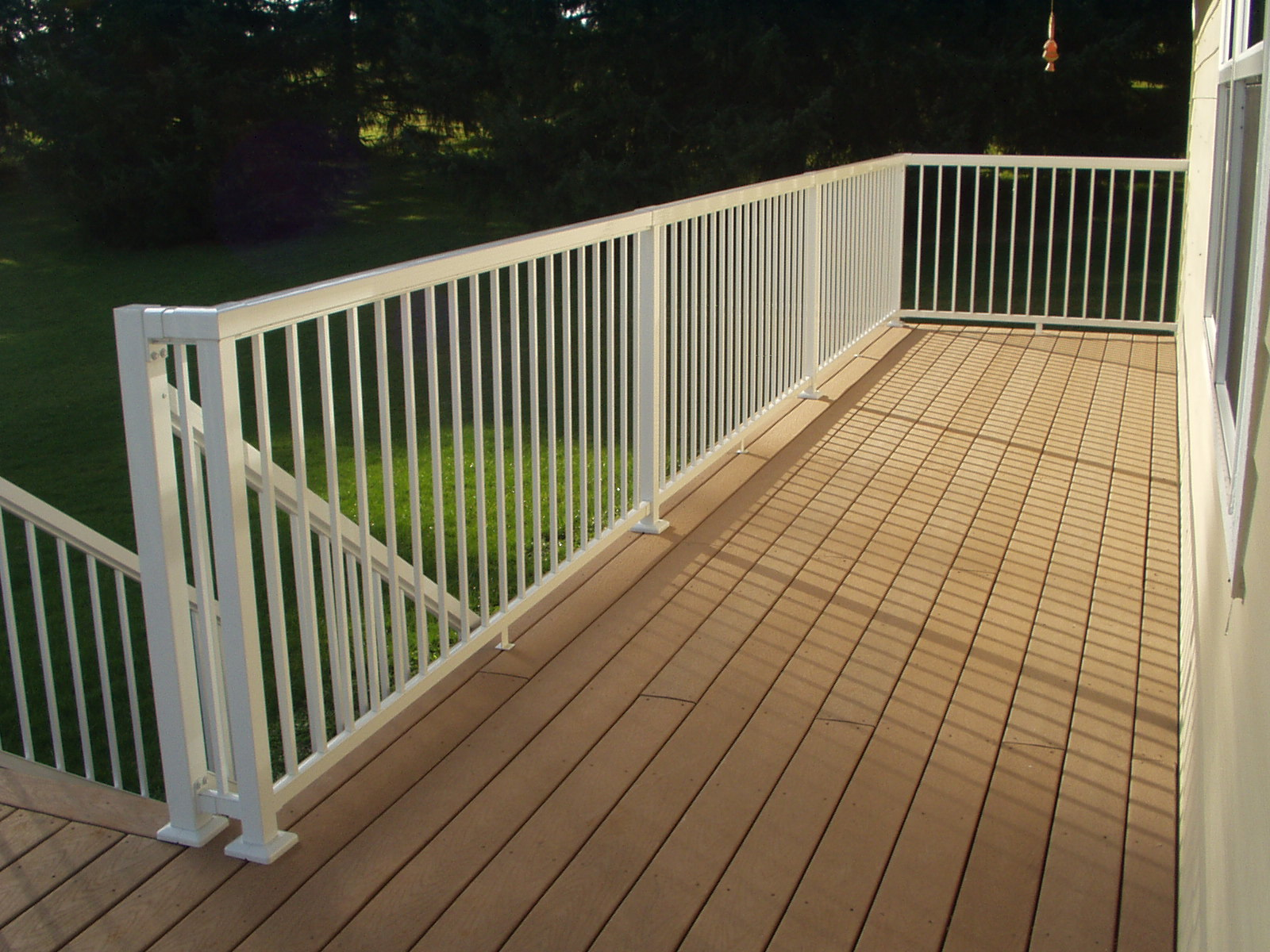 outdoor picket railing