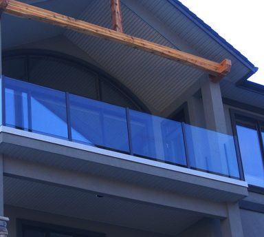 Frameless glass deck railing