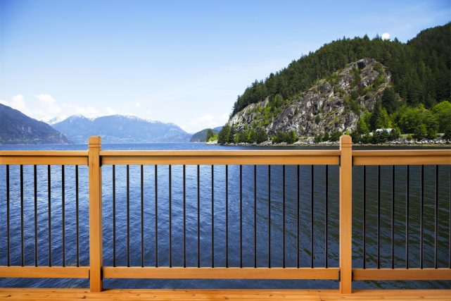 Traditional deck railing system